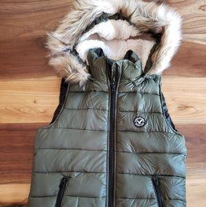 AE Hooded Puffer Vest